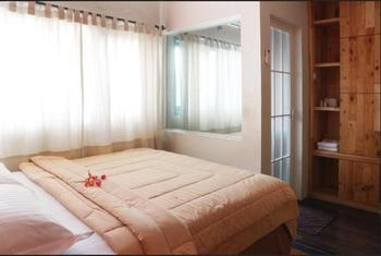 Roemah 28 Medan - Deluxe Room Stay More, Pay Less
