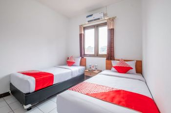 OYO 1608 Feby Maisonatte Bandung - Standard Twin Room Regular Plan