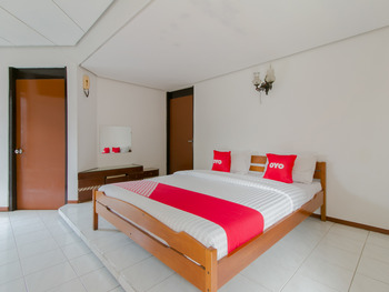 OYO 1996 Koneng Hotel Cianjur - Deluxe Double Room Regular Plan