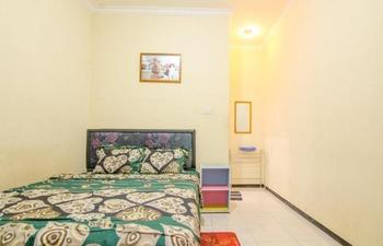 Dini Homestay Malang - Standard Room Special Promo
