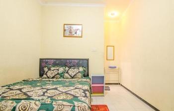 Dini Homestay Malang - Standard Room Regular Plan