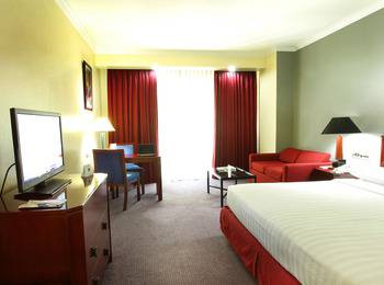 Surabaya Suites Hotel Plaza Boulevard - Junior Suite Twin/King With Breakfast Regular Plan