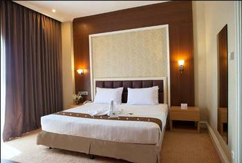 Surabaya Suites Hotel Plaza Boulevard - Deluxe Suite King Regular Plan
