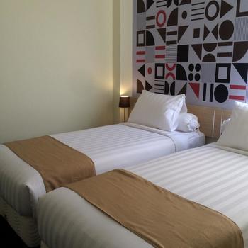 Front One Inn Kediri Kediri - Superior Twin With Breakfast Regular Plan