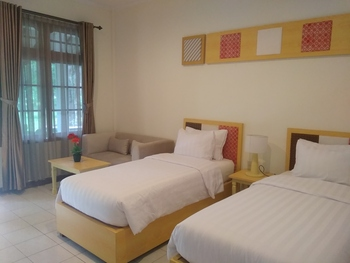 Joglo Residence Hotel Yogyakarta - Deluxe Twin Regular Plan
