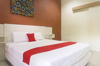 RedDoorz Syariah @ Garuda Street Sumbawa Sumbawa - RedDoorz Deluxe Room KETUPAT