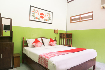 OYO 942 Srikandi Hotel Pacitan - Deluxe Double Room Regular Plan