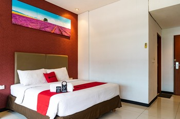 RedDoorz Plus near Blok M Square Jakarta - RedDoorz Suite Basic Deal