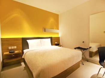 Zoom Hotel Jemursari Surabaya - Sleeping King Room Only Regular Plan