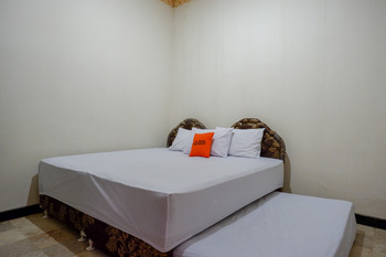 KoolKost near Kawasan Simpang Lima Semarang Semarang - KoolKost Standard Triple Room Sahring Bathroom Basic Deal