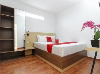 RedDoorz Plus near Jogja Kembali Monument Yogyakarta - RedDoorz Room dengan Sarapan Pagi Regular Plan