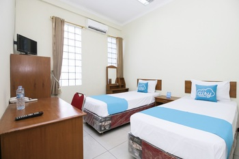 Airy Regol Moh Toha 199 Bandung - Executive Twin Room with Breakfast Special Promo 7