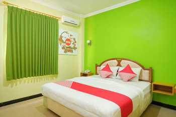 OYO 512 Ndalem Mantrijeron Hotel Yogyakarta - Deluxe Double Room Regular Plan
