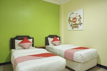 OYO 512 Ndalem Mantrijeron Hotel Yogyakarta - Deluxe Twin Room Regular Plan