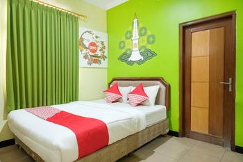 OYO 512 Ndalem Mantrijeron Hotel Yogyakarta - Standard Double Room Regular Plan