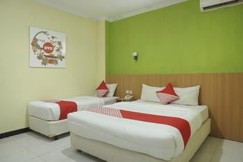 OYO 512 Ndalem Mantrijeron Hotel Yogyakarta - Suite Triple Room Regular Plan