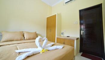 Ratu Guest House By YOM Bali - Deluxe Room Only Happy Stay Discount 50%