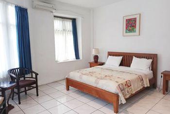 La Rengganis Guest House Bogor - Deluxe Room Best Deal