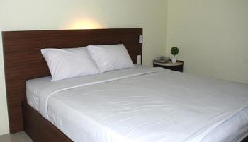 Avon's Residence Manado - Deluxe Room Only Regular Plan