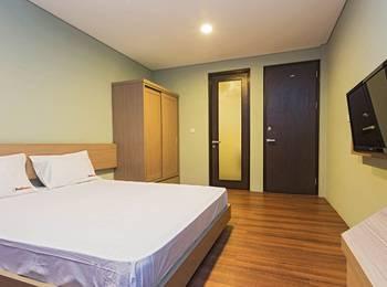RedDoorz near Lippo Village 2 Jakarta - RedDoorz Room Special Promo Gajian