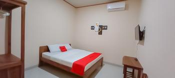 RedDoorz Syariah near Tugu Lampu Gentur Cianjur Cianjur - RedDoorz Deluxe Room BD