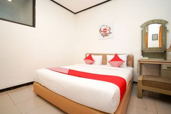 OYO 969 Penginapan Darma I Surabaya - Deluxe Family Room Regular Plan