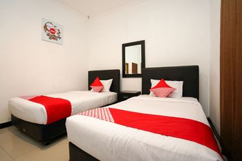OYO 969 Penginapan Darma I Surabaya - Standard Twin Room Regular Plan