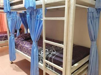 Cendana Mulia Hostel Bogor Bogor - Private Room with Shared Bathroom Pasangan Butuh Surat Nikah Basic Deal 40%