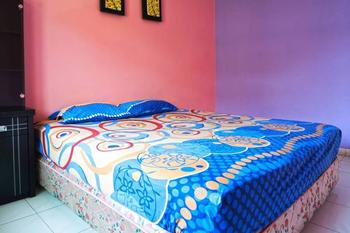 Cendana Mulia Hostel Bogor Bogor - Private Room with Shared Bathroom Pasangan Butuh Surat Nikah Basic Deal 40%