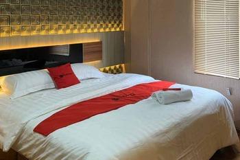 RedDoorz Plus @ Simpang USU Medan Medan - RedDoorz Room Regular Plan