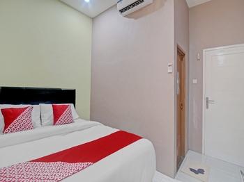 OYO 90406 Joqueen Rooms Manado - Standard Double Room Promotion