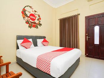 OYO 179 68 Residence Surabaya - Standard Double Room Regular Plan