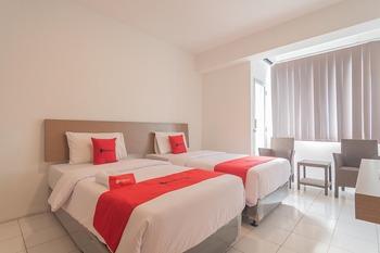 RedDoorz Apartment @ Emerald Towers Bandung Bandung - RedDoorz Deluxe Twin Room 24 Hours Deal