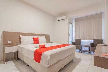RedDoorz Apartment @ Emerald Towers Bandung Bandung - RedDoorz Deluxe Room 24 Hours Deal