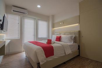 RedDoorz Apartment @ Sentul Tower  Bogor - RedDoorz Deluxe Room Worry Free