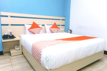 OYO 592 Budget Hotel By The Harbour Padang - Standard Double Room Regular Plan