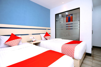 OYO 592 Budget Hotel By The Harbour Padang -  Standard Twin Room Regular Plan