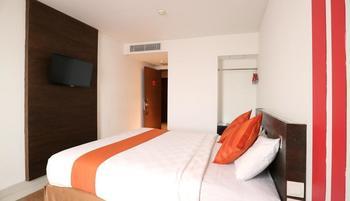 Redstar Hotel Jakarta - Deluxe Room Only  Basic Deal