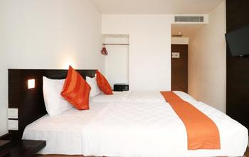 Redstar Hotel Jakarta - Twin Bed Room Only Basic Deal