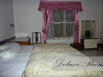 Jonas Homestay Malang - Deluxe Room with Breakfast Basic Deal 40%