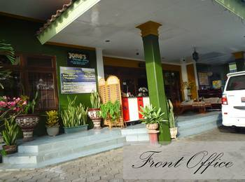 Jonas Homestay Malang - Deluxe Room Only Basic Deal 40%