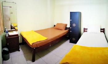 Moshi Moshi Probolinggo - Standard Private 2 Beds Regular Plan