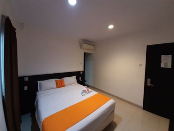 Nusalink Puri Maju Near Jelambar Jakarta - Standard Double Room Best Deal