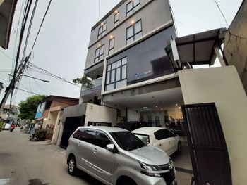 Nusalink Puri Maju Near Jelambar Jakarta - Deluxe Twin Room Best Deal