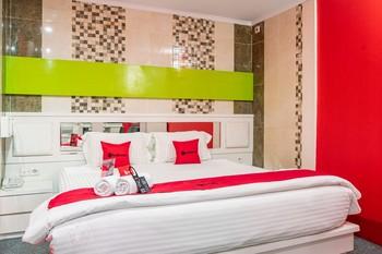 RedDoorz Plus near Chadstone Mall Bekasi - RedDoorz Room Last Minute