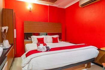 RedDoorz Plus near Chadstone Mall Bekasi - Limited SALE Regular Plan