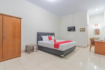 RedDoorz @ Pemuda Street Cirebon - RedDoorz Suite Room with Breakfast LM 5%