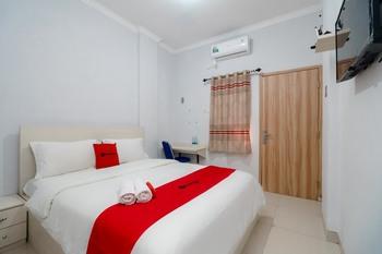 RedDoorz syariah near Stasiun LRT Bumi Sriwijaya Palembang - RedDoorz Room Best Deal