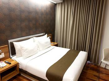 Citihub Hotel at Sudirman Surabaya - Deluxe King Regular Plan