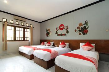 OYO 159 Santo Guest House Surabaya - Suite Family Regular Plan